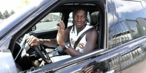 bafetimbi gomis in car