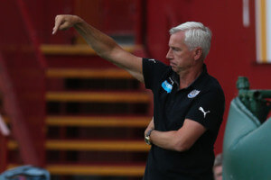 alan pardew pointing down
