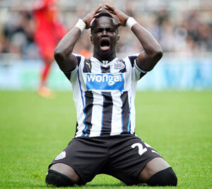 cheick tiote on knees