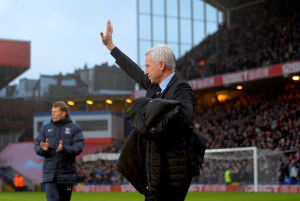 alan pardew waves to fans at Palace