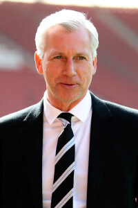 alan pardew before 4-0 loss at Sanits