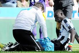papiss cisse breaks knee cap