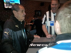 bob moncur meets with fans