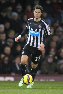 daryl janmaat full action shot