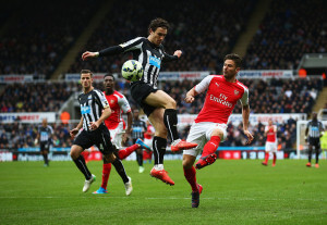 Daryl Janmaat   +Newcastle+United+v+Arsenal+Premier+LofY64jsFUgl