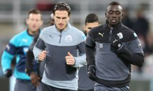 daryl janmaat and papiss cisse in training