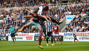 moussa sissoko outjumps 2 west ham players