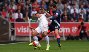 Daryl Janmaat fouls Jefferson Montero+Swansea+City+v+Newcastle+United+vyJRN-3o43Bl