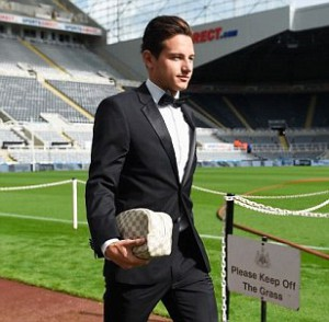 florian thauvin arriving for arsenal game