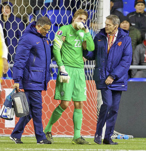 tim krul injured and dejected