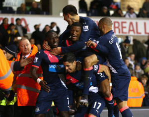 aoze perez and players celebrate winning goal spurs