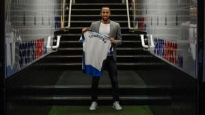 andros townsend signs