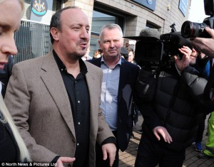 rafa benitez outside st james