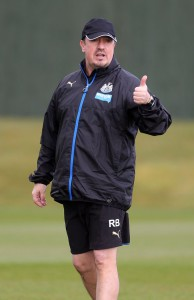 rafa benitez thumbs up