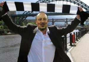 rafa benitez with nrewcastle flag