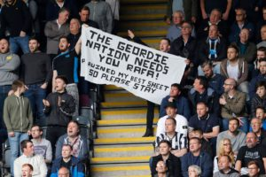 fans plead with rafa to stay
