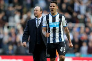 rafa benitez alexandar mitrovic after palace game