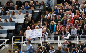 rafa benitez sign - please don't go