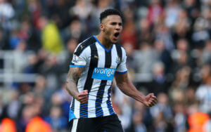 Jamaal+Lascelles+Newcastle+United+v+Crystal+YbOXTC2nNNcl