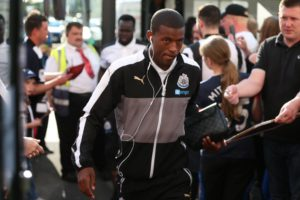 gini wijnaldum arriving at Keepmoat stadium