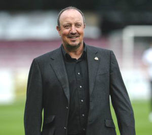 rafa benitez suit and smiling
