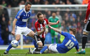 brentford_midfielder_alan_judge_fractured_his_lower_leg_in_satur-a-35_1460247279294
