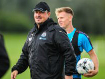 rafa-benitez-smiling-training-300x157