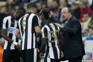 christian-atsu-rafa-benitez-after-cardiff-goal