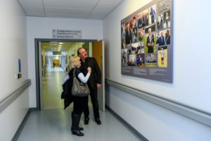 ladie-elsie-and-rafa-benitez-football-corredor-at-fremmna-hospital