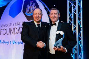 rafa-benitez-reggie-dornanof-foundstion-staff-with-award